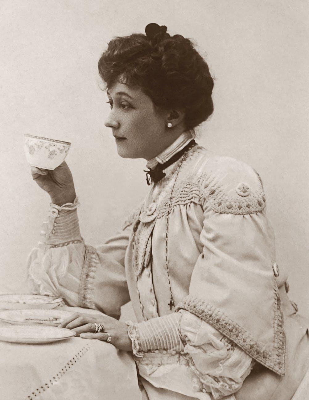 Victorian dressed woman drinking tea